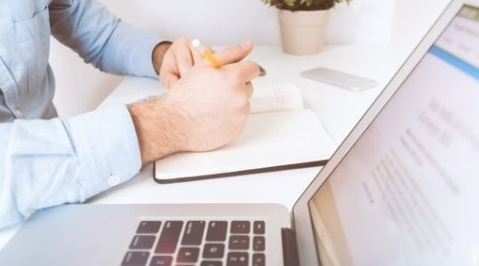 Kadry i płace w firmie. Dlaczego warto mieć oprogramowanie HR